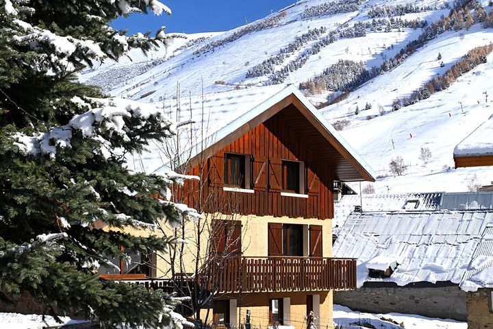 chalet chalet alpina les deux alpes j2ski. Black Bedroom Furniture Sets. Home Design Ideas