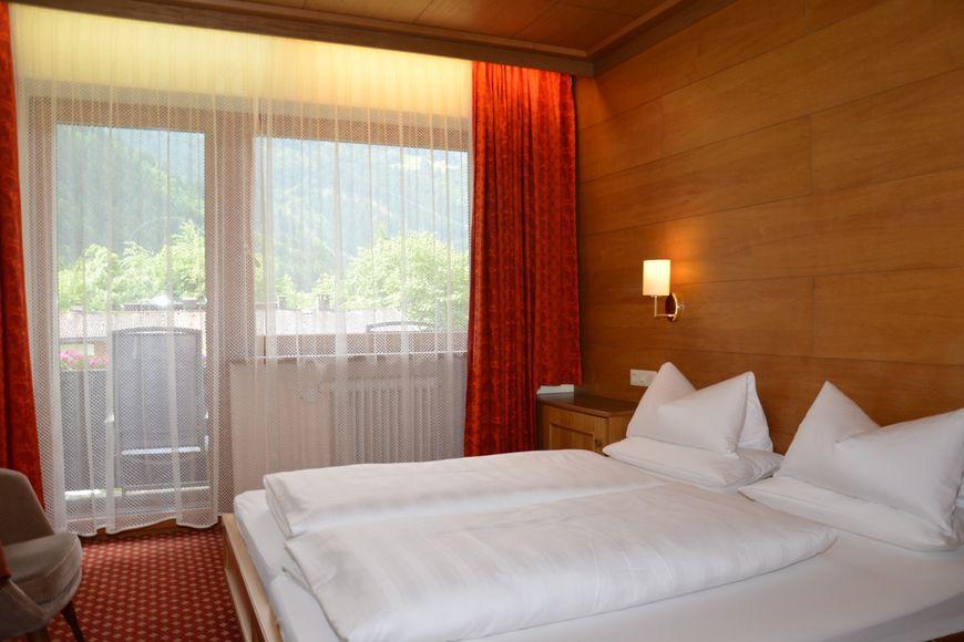 Slide2 - Hotel Strolz
