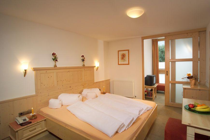 Hotel Zum Hirschen - Slide 2
