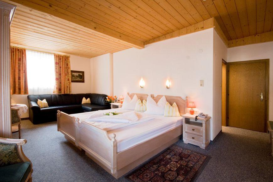 Slide2 - Hotel Gisela