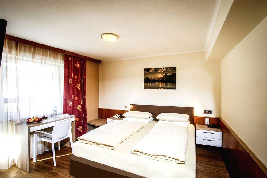 Slide2 - Hotel Cristallago