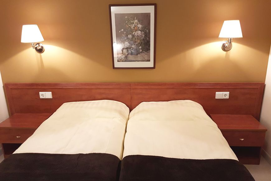 Slide2 - Hotel Guineu