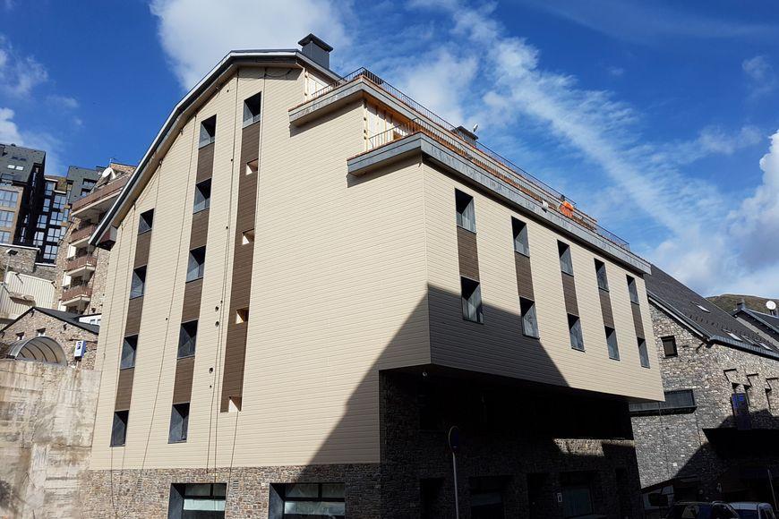 Slide4 - Hotel Guineu