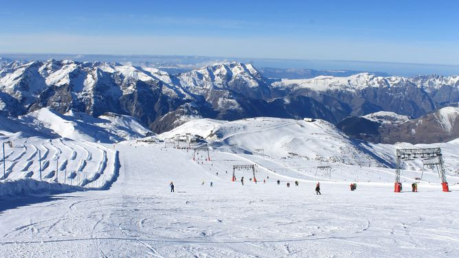 Ski holidays Les 2 Alpes ski deals cheap ski packages lift pass