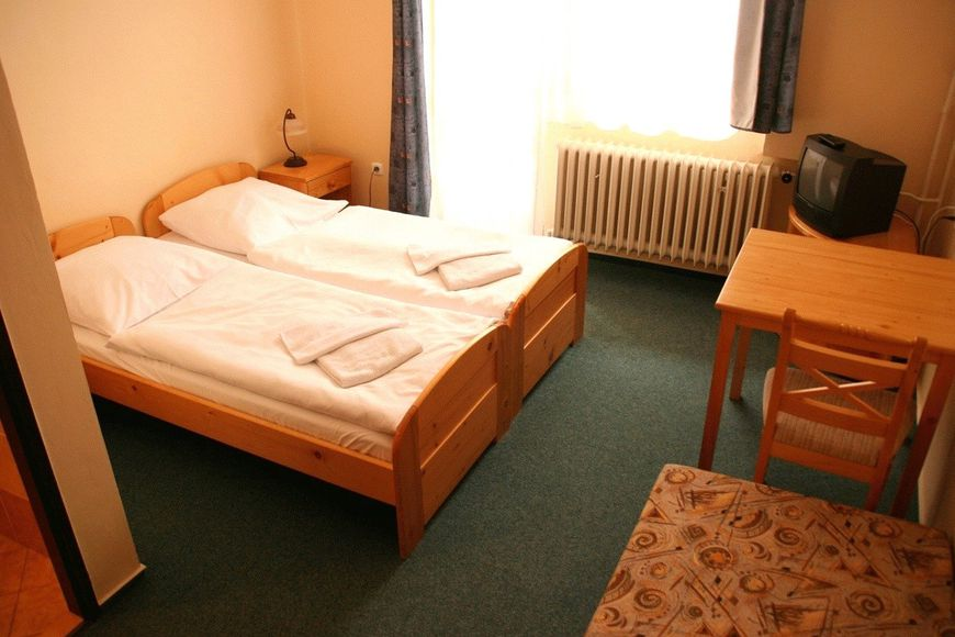 Double room, shower/wc, HB