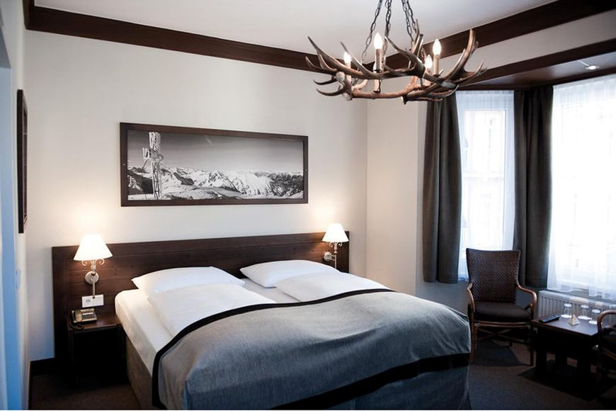 Slide4 - Ski Lodge Reineke