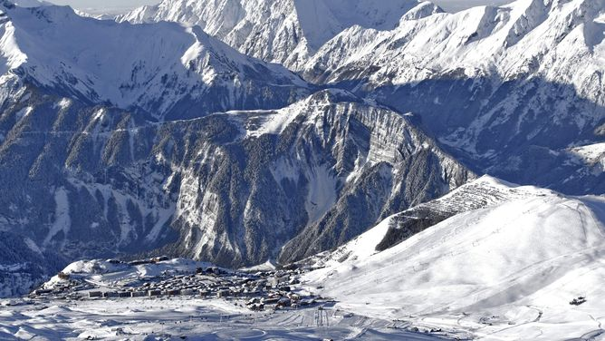 Ski holidays Vaujany Alpe dHuez ski deals cheap ski packages