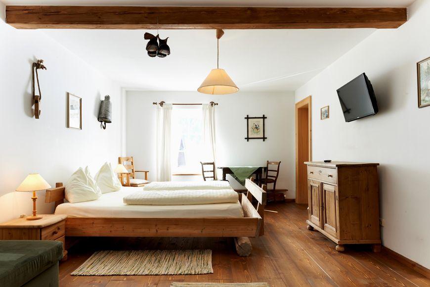 Boutique Hotel Dollacher Dorfwirtshaus - Slide 2