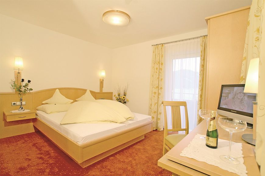 Double room/2 addl. beds, shower/wc, HB