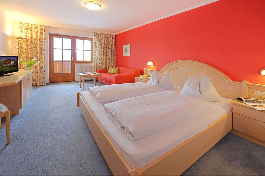 Double room/addl. bed, shower/wc, HB PLUS