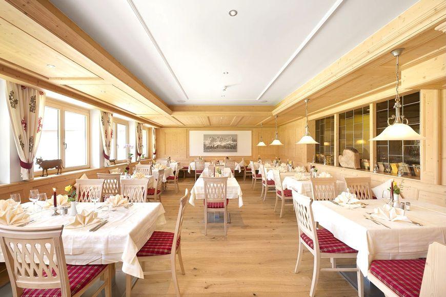 Slide4 - Hotel Tyrol
