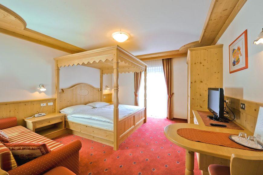 Hotel Cristallo - Apartment - Campitello di Fassa