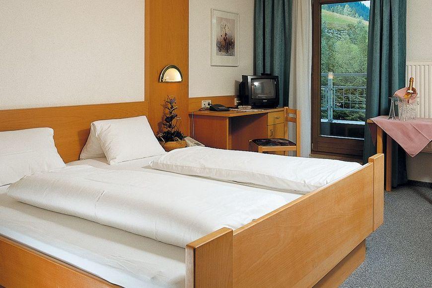 Slide2 - Hotel Tia Monte