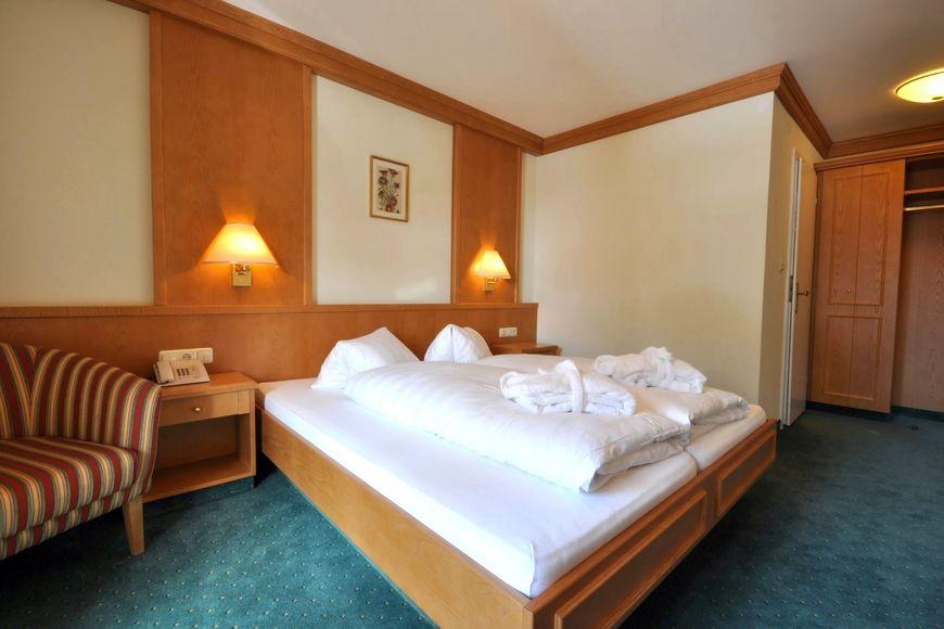 Slide2 - Hotel Crystal Das Alpenrefugium