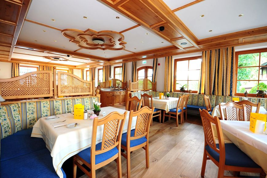 Slide4 - Hotel Crystal Das Alpenrefugium