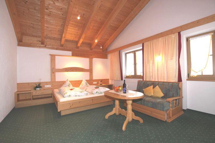 Doppelzimmer/2 Zustellb. Du/WC (25 - 30 m²), HP