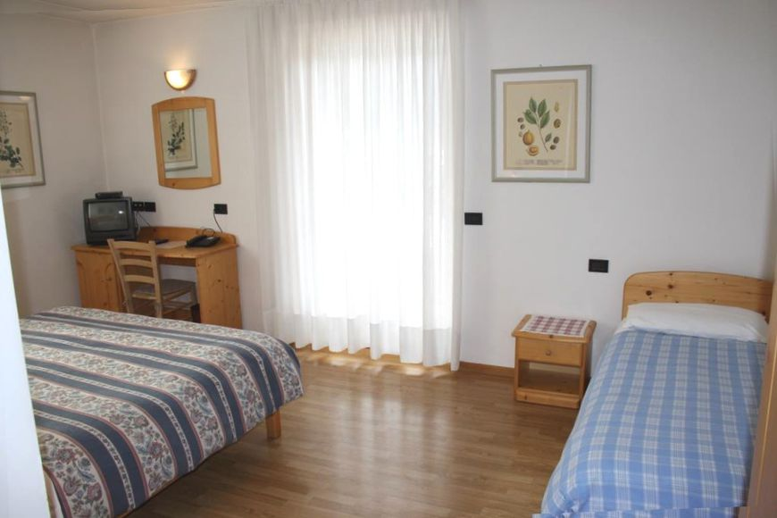 Double room/2 addl. beds, shower/wc, BB