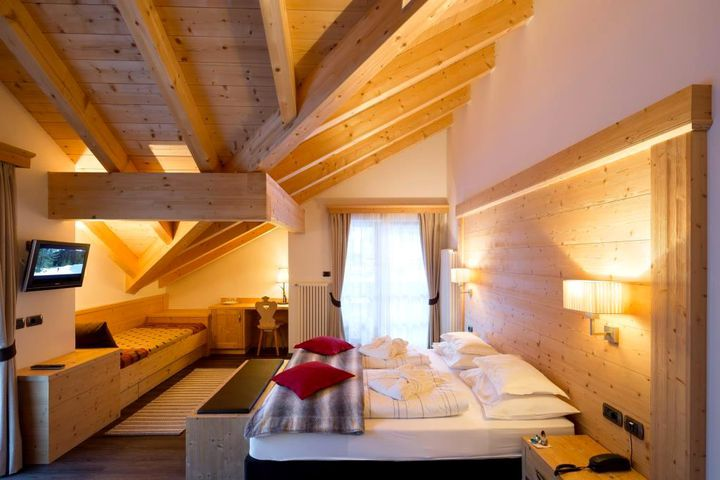Doppelzimmer/2 Zustellb. Du/WC (Sasslong), HP