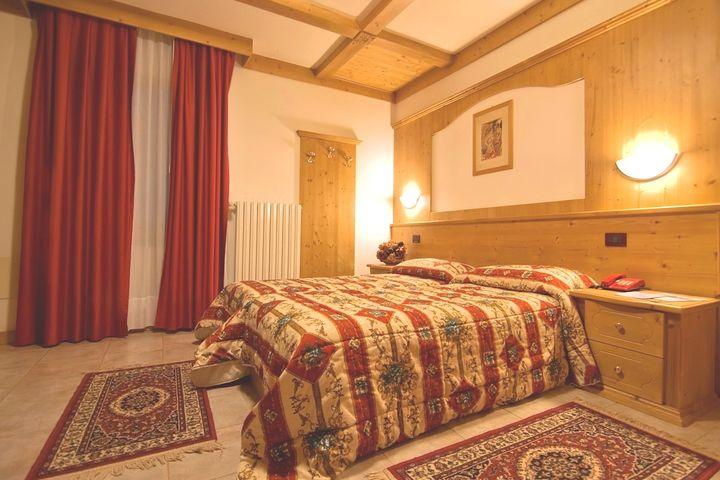 Doppelzimmer/2 Zustellb. Bad/WC, HP