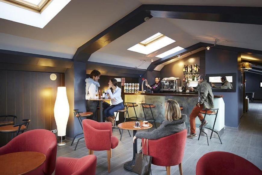 Slide4 - Hotel Caribou