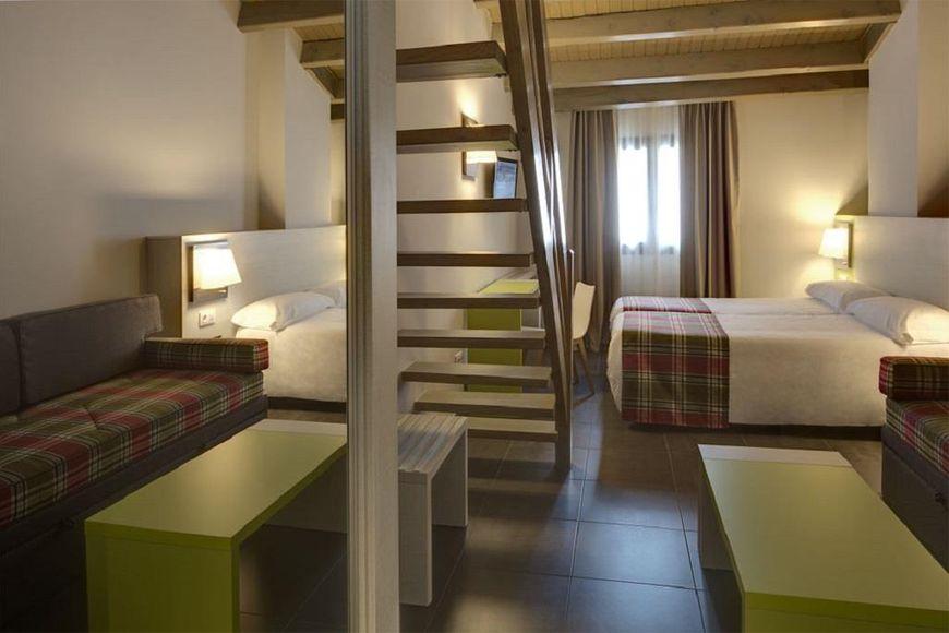 Slide2 - Hotel Cristina