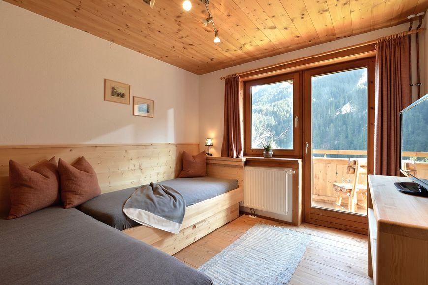 Slide3 - Bauernhaus & Zirbenhausl Korum