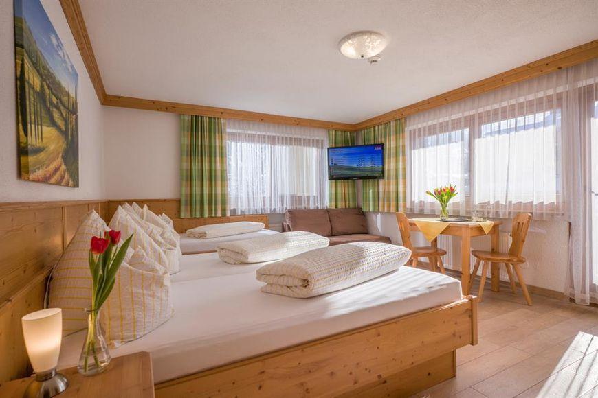 Slide2 - Hotel Garni Theresia