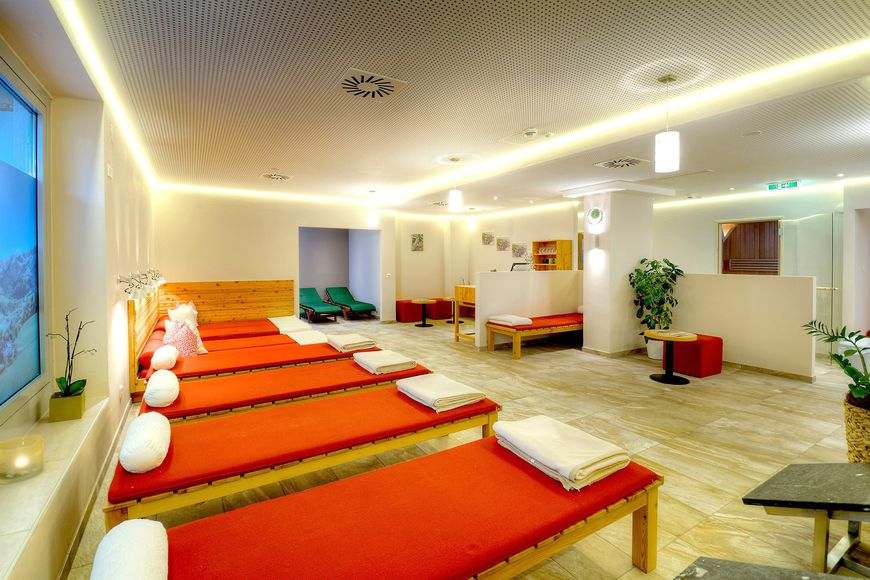AlpenParks Hotel & Apartment Maria Alm - Slide 3