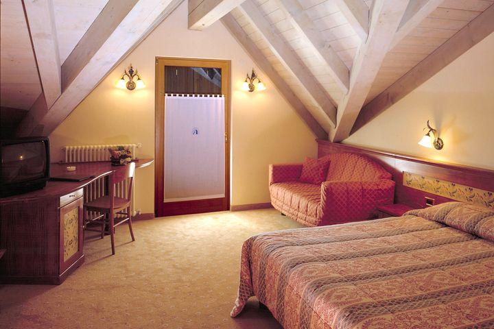 Doppelzimmer/2 Zustellb. Du/WC (Komfort), HP