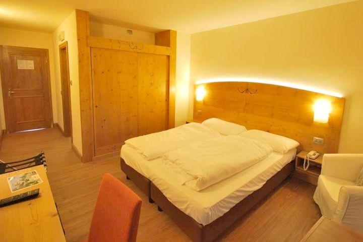 Doppelzimmer/2 Zustellb. Du/WC (Panoramica), HP