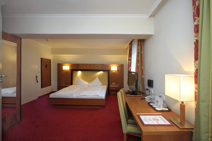 Doppelzimmer/2 Zustellb. Du/WC (ca. 20 m²), HP