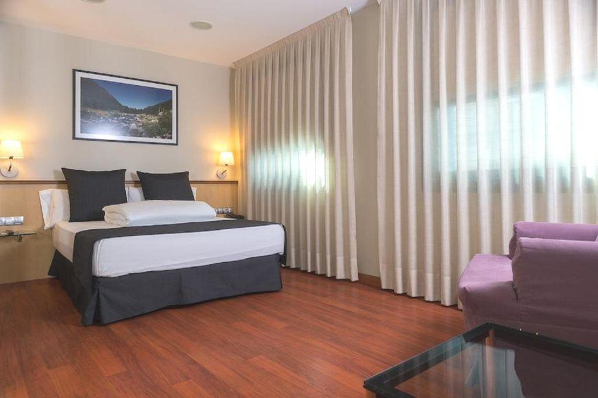 Slide2 - Hotel Font dArgent