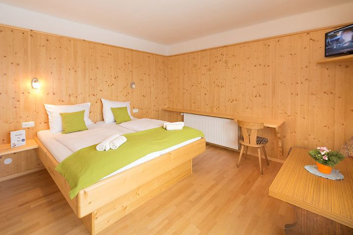 Doppelzimmer/Zustellb. Du/WC (max. 2 Erw. + 1 Kind), HP