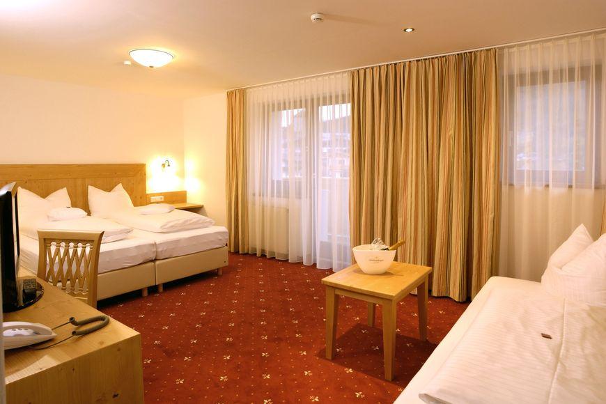 Slide2 - Hotel Vier Jahreszeiten