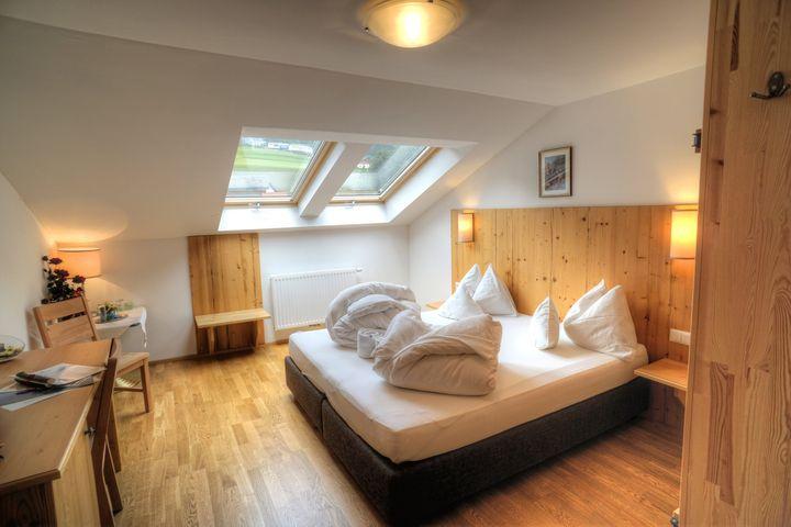 Doppelzimmer/2 Zustellb. Du/WC (max. 2 Erw. + 2 Kinder), HP PLUS