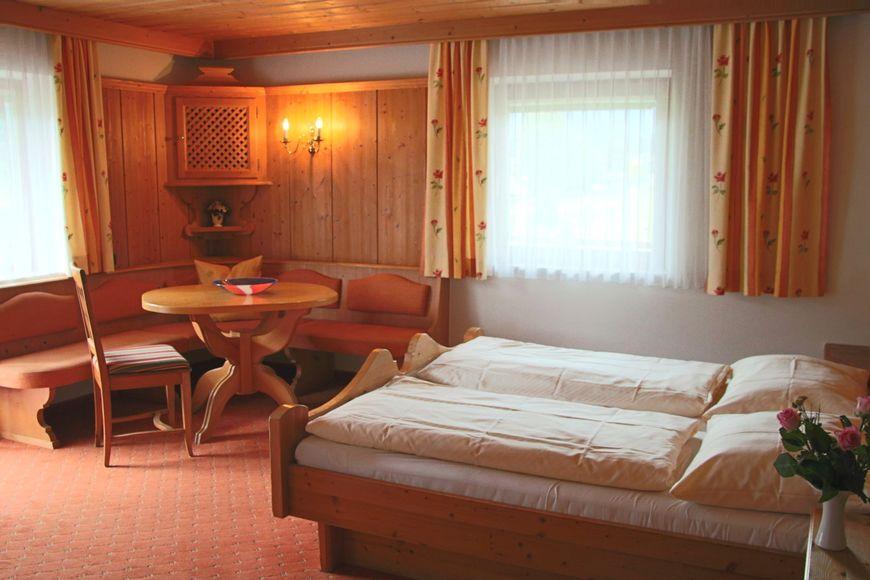 Hotel Garni & Landhaus Rohregger - Slide 2