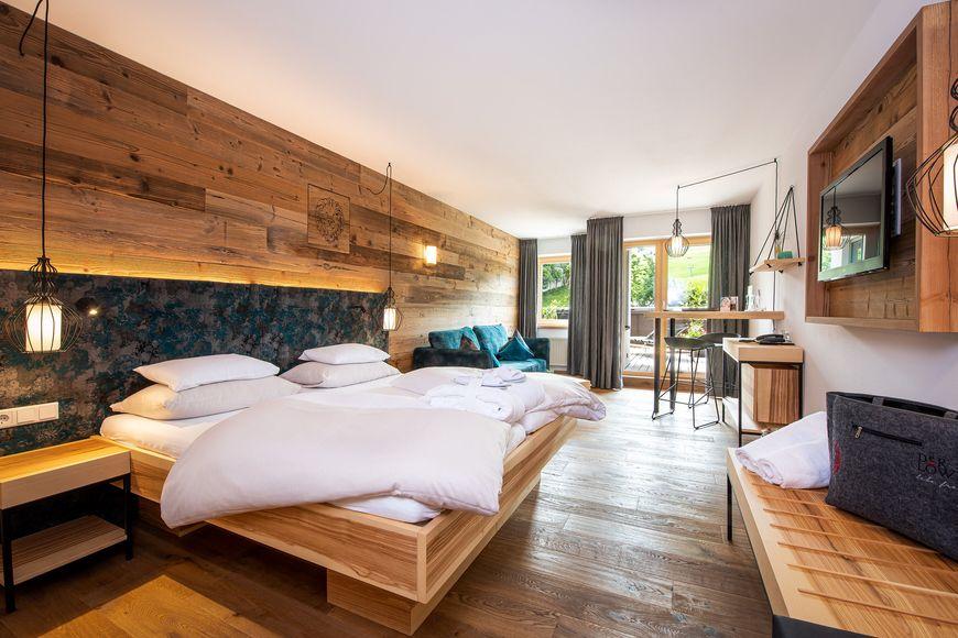 LEBE FREI - Hotel Der Lowe - Slide 2