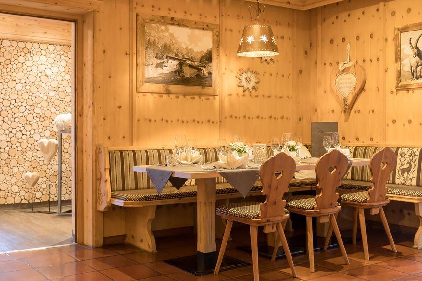 Slide4 - Hotel Alphof
