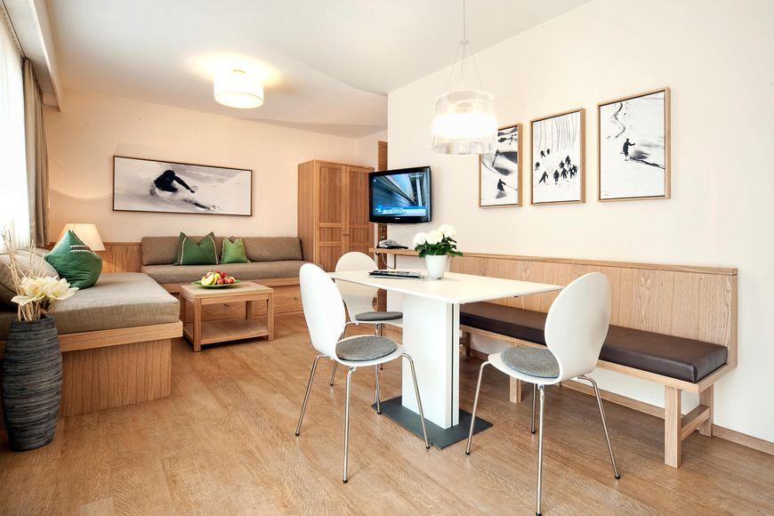 Hotel Apartments Neuhaus - Slide 3