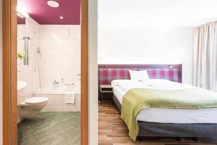 Einzelzimmer/Zustellbett Bad/WC (max. 1 Erwachsener + 1 Kind), ÜF