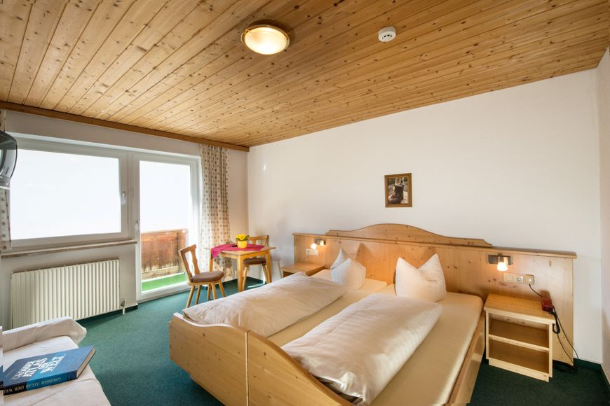 Hotel Pezina - Slide 2